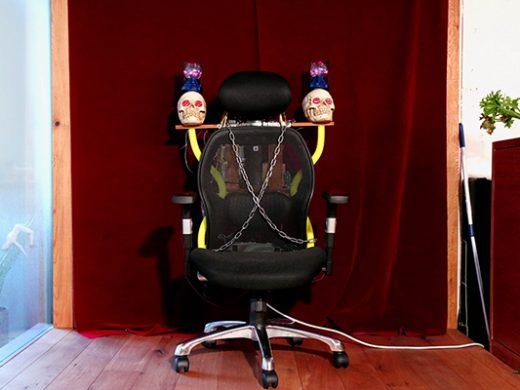 「いいね!」数を増やすため社長の椅子に電流を流した話