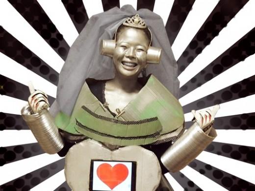 超最新!花嫁ロボット・モンゴルナイフちゃん