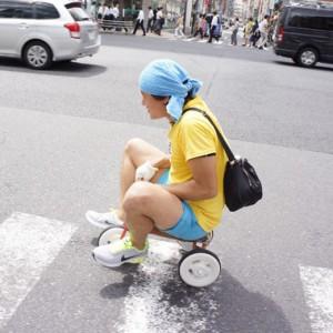 「三輪車で都内一周」という拷問を乗り切った男のストーリーを聞いてくれ